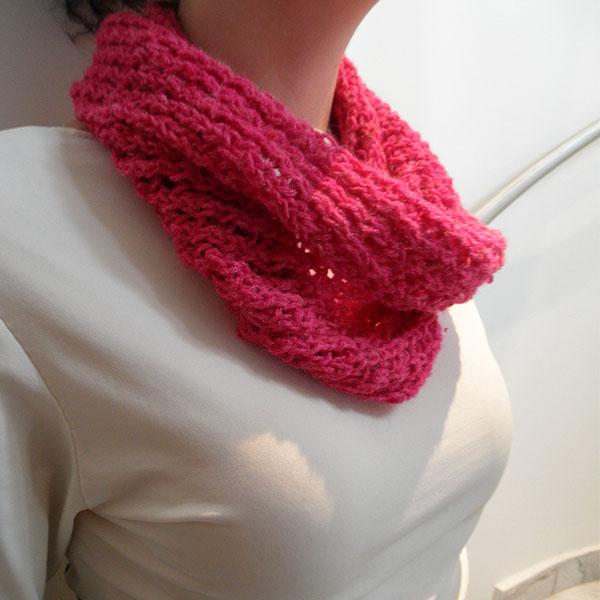89d782a6136c Ροζ πλεκτός λαιμός - cowl - Fluffy Bunny e-shop