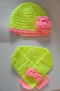 Κίτρινο - ροζ σκουφάκι και κασκόλ